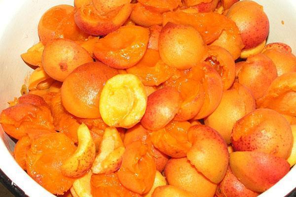 почистить абрикосы