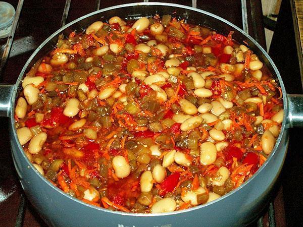 тушить салат из баклажан и фасоли