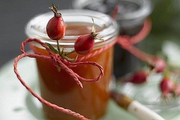 витаминный напиток из ягод щиповника