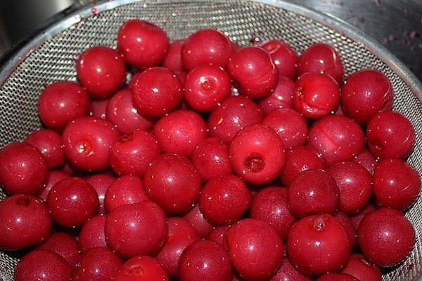 хорощо помыть ягоды для наливки