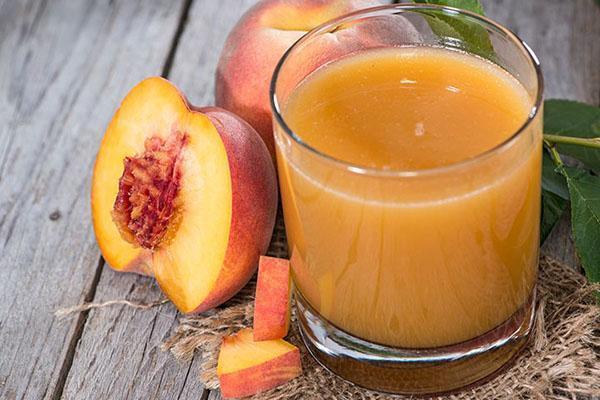сок из спелого персика