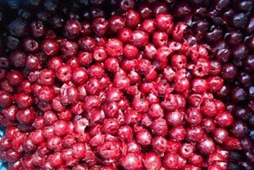 перебрать ягоды, удаляя плохие