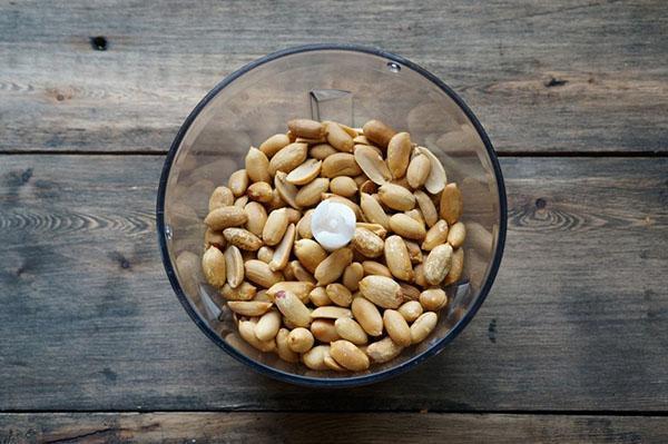 измельчить арахис