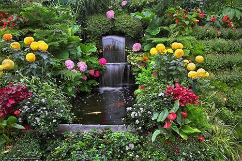 красивый сад на приусадебном участке