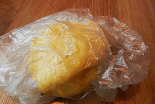 вымешиваем тесто и отправляем в холодильник