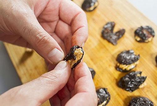 фаршировать чернослив орехами
