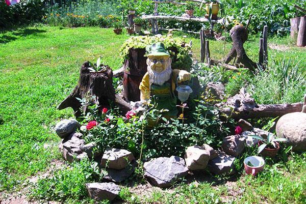 гном охраняет сад