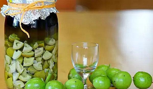 керосиновая настойка зеленых грецких орехов