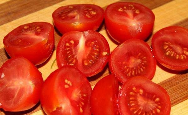 томаты помыть и нарезать