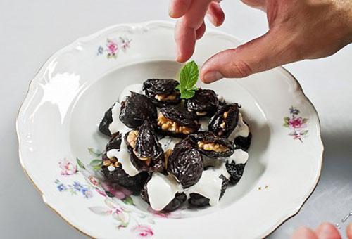 украсить десерт мятой