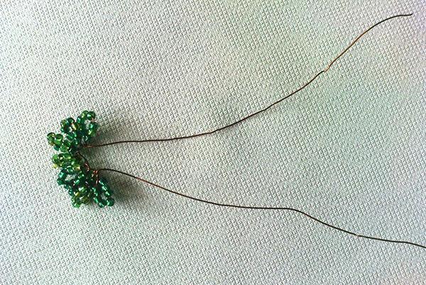 плетение листвы из бисера