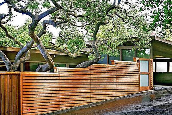 простой деревянный забор