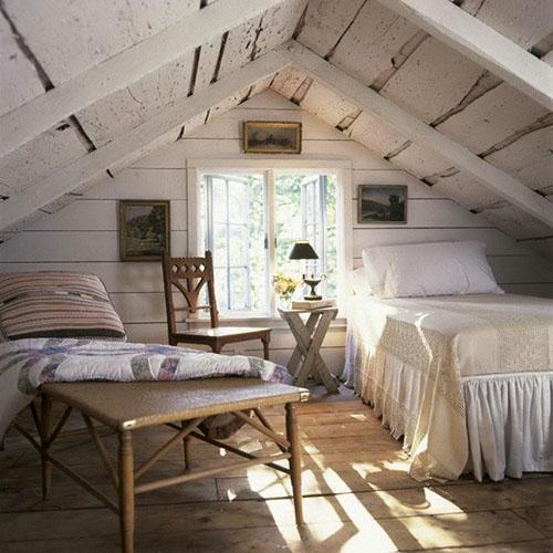 деревенский стиль спальни на чердаке