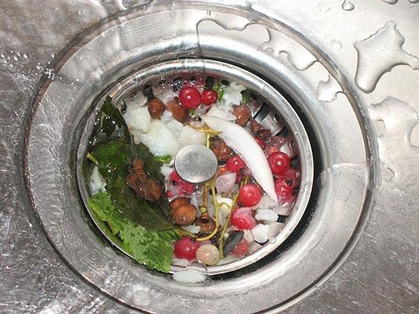 бытовые отходы в раковине