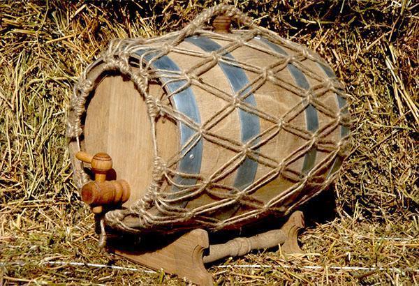 деревянный бочонок для вина