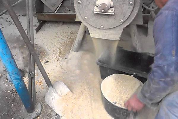 дробление зерна измельчителем