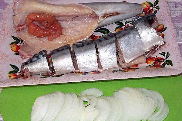 очищаем внутренности рыбы