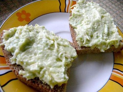паста из авокадо с сыром и чесноком