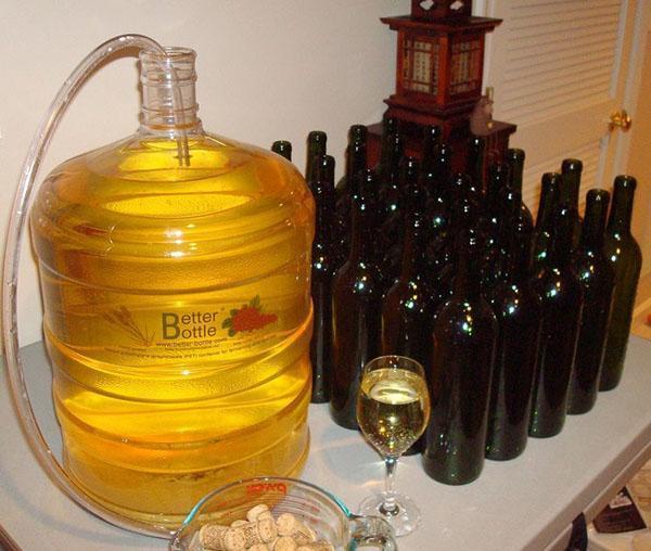 переливаем вино через трубочку