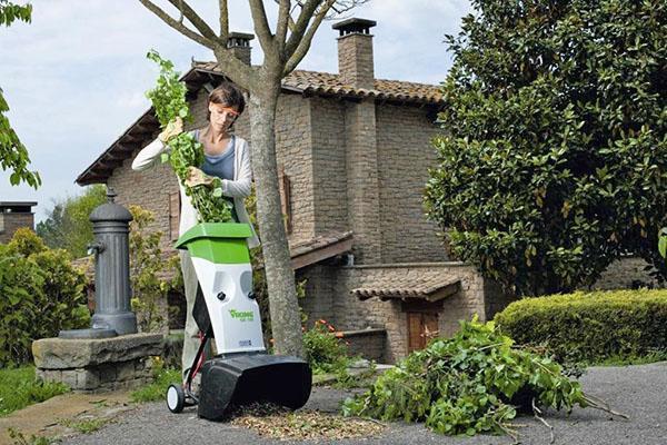 садовый измельчитель с вертикальной загрузкой