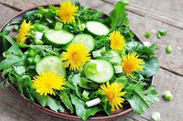 витаминный салат из одуванчиков