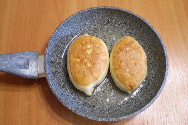 жарить пирожки с вишней