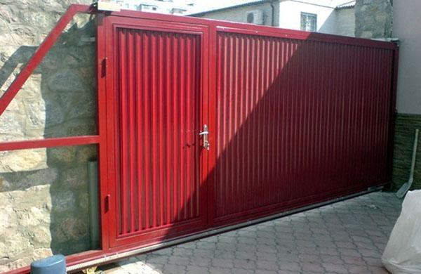 вариант установки откатных ворот с калиткой