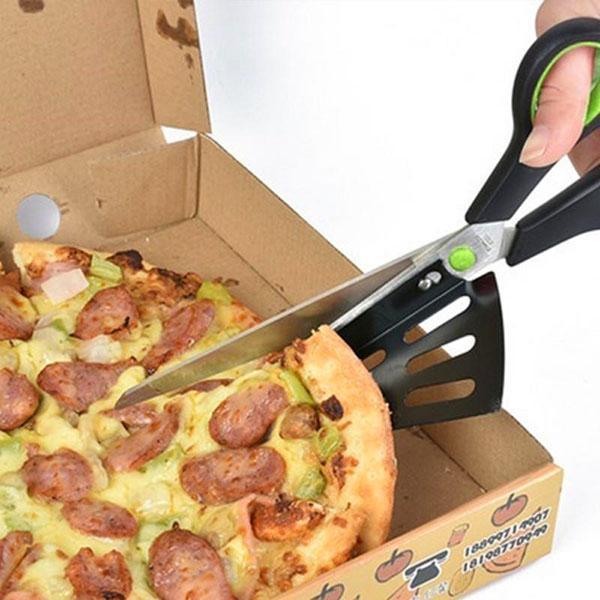 разрезаем пиццу ножом-ножницами