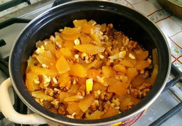 добавлять лимон и орехи