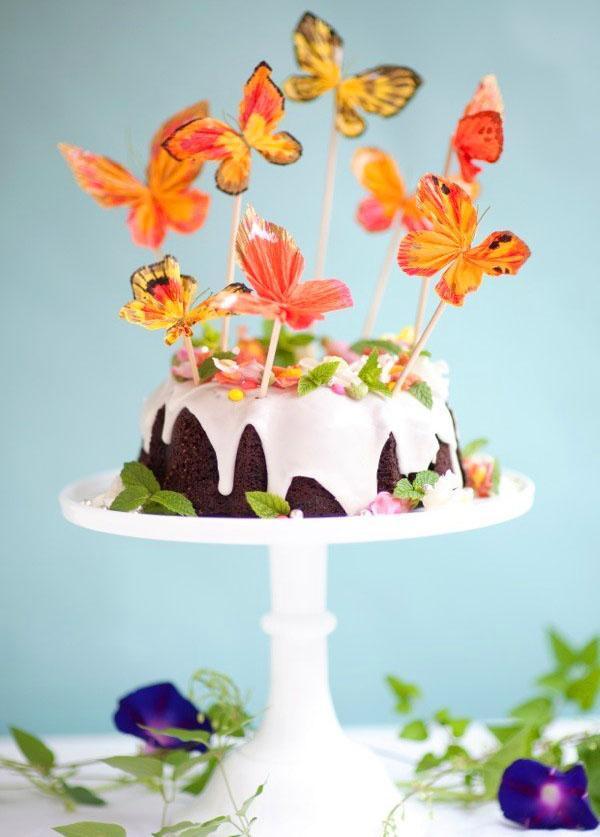украшение торта бабочками из креповой бумаги