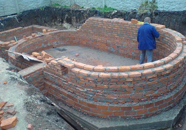 бассейн из керамического кирпича