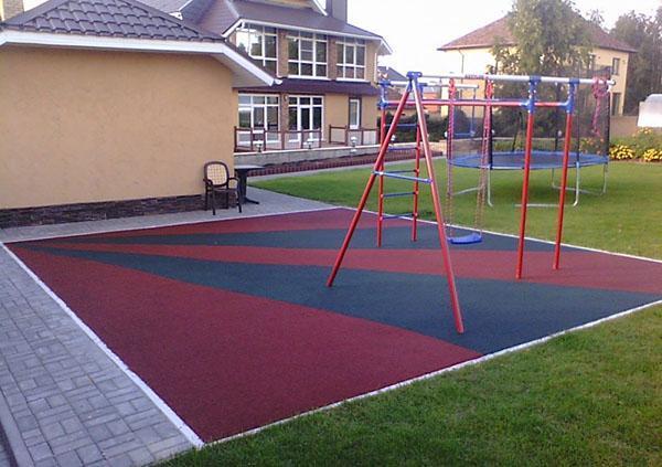 безопасное покрытие для детской площадки