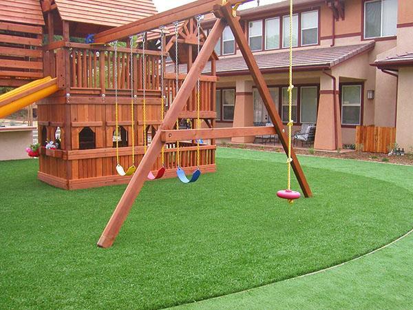 газон в качестве покрытия для площадки