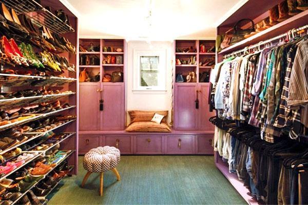 большой обувной стеллаж в гардеробной