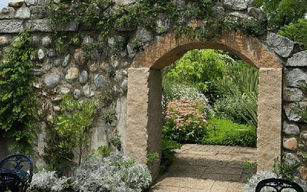 арка в каменной стене