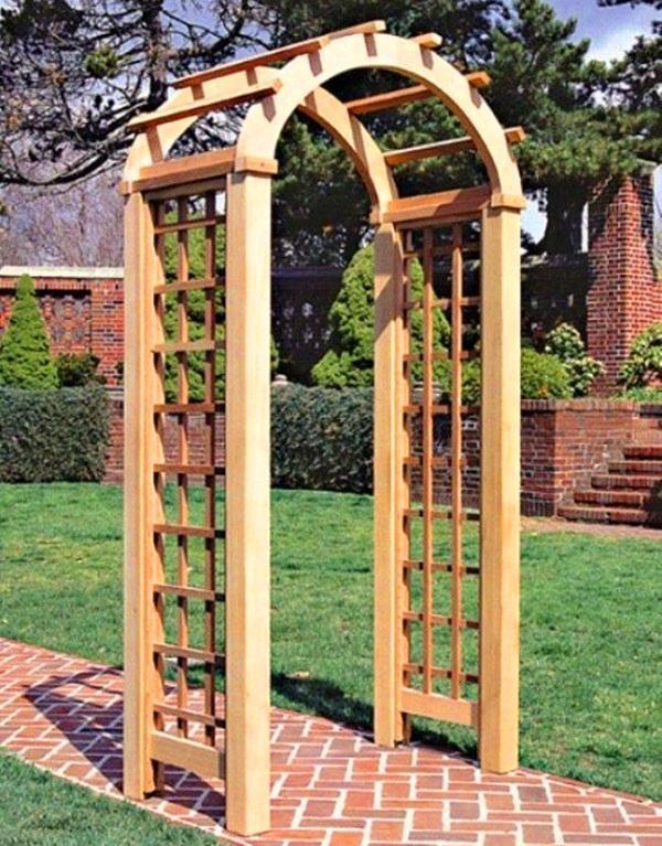 небольшая деревянная арка