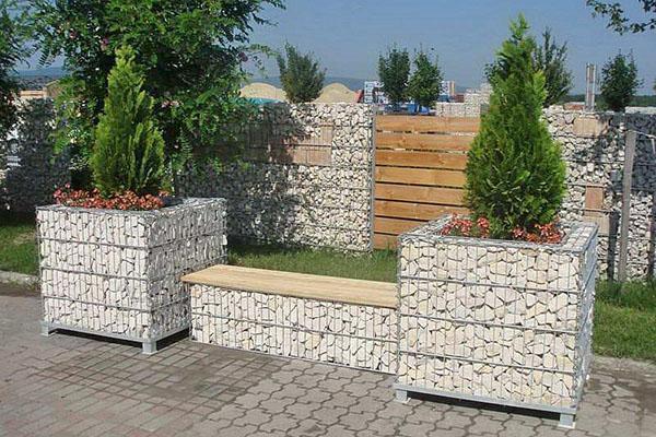 садовая скамья из габиона