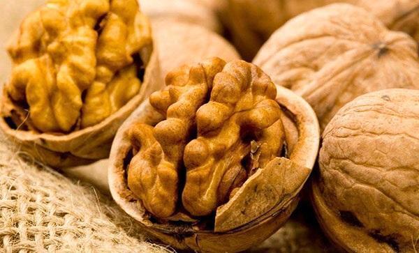 почистить орехи