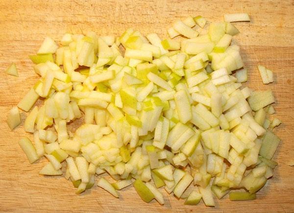 мелко нарезать яблоки