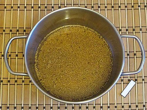проварить зерна горчицы