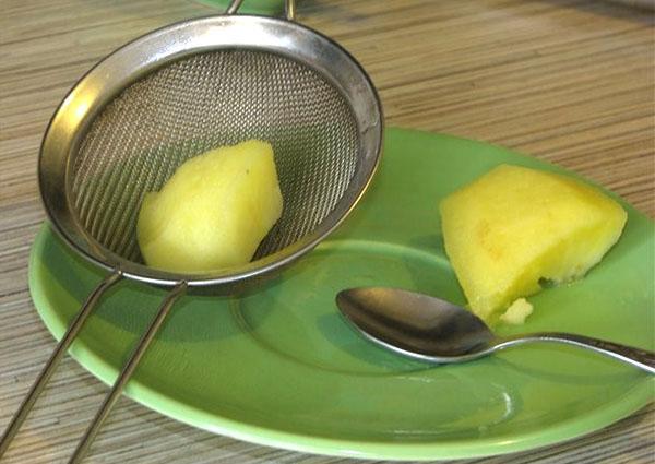протереть мякоть яблока