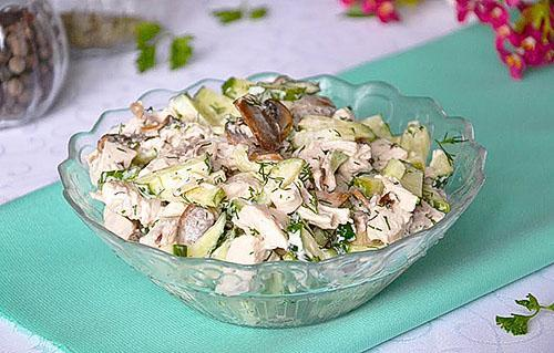 салат с курицей картофелем и черносливом
