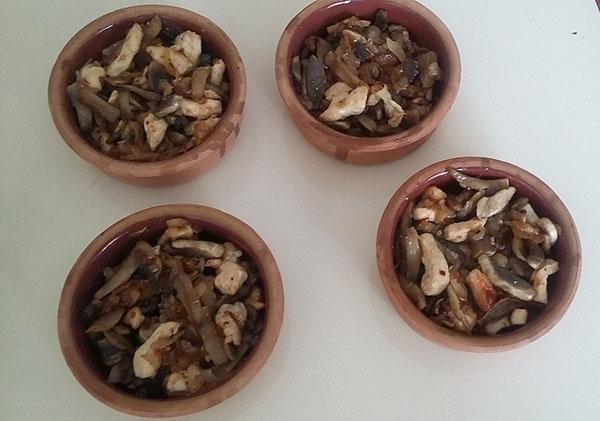 раскладываем грибы по формам