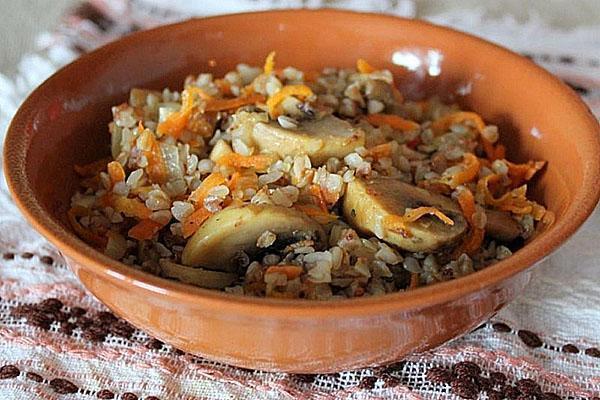 гречка с грибами, луком и морковью