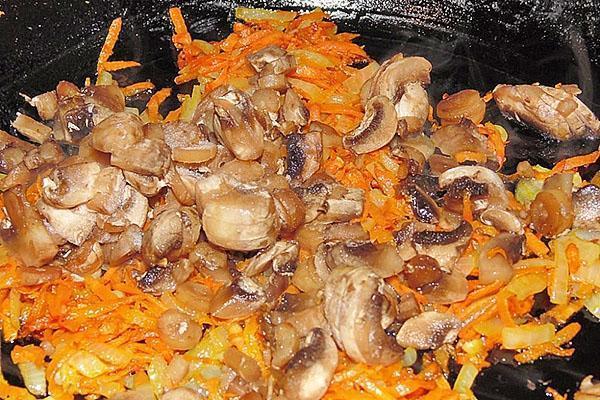 тушить грибы с луком и морковью
