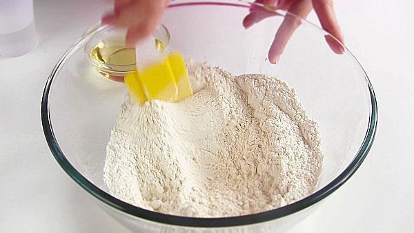 перемешать с солью, сахаром