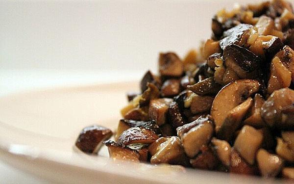 поджарить грибы с луком