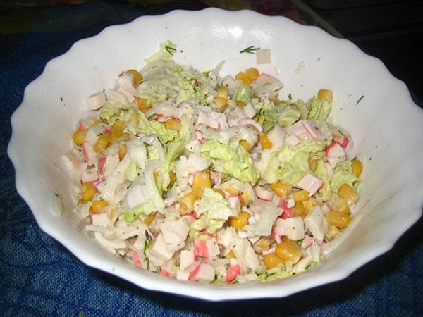 салат из дайкона и крабовых палочек