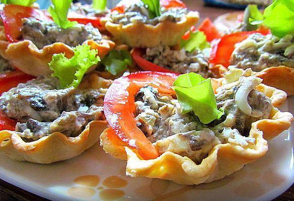 тарталетки с салатом и перцем