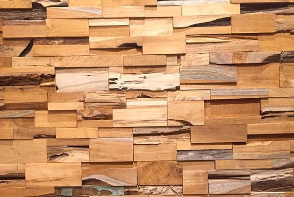 отделка стен тиковым деревом